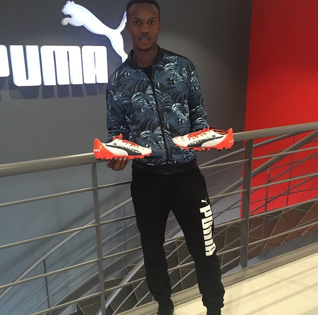 Guess Which Brand Themba Zwane Wears On The Field Diski 365