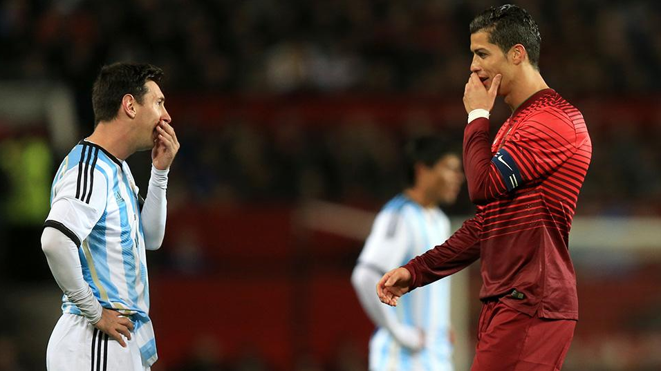 cristiano talking with messi