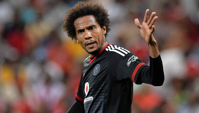 Watch Issa Sarr Playing With The French Bulldog